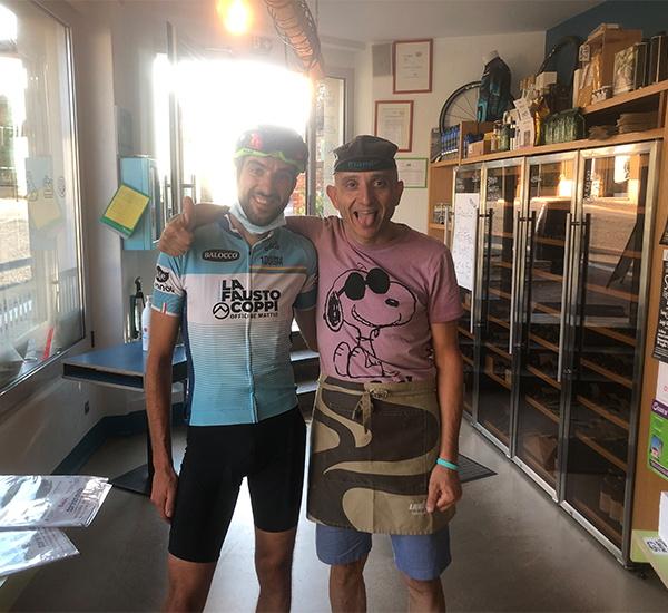 Angelo con ragazzo ciclista